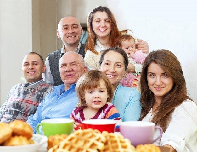 rodzina-przy-stole-angielski-na-dzis