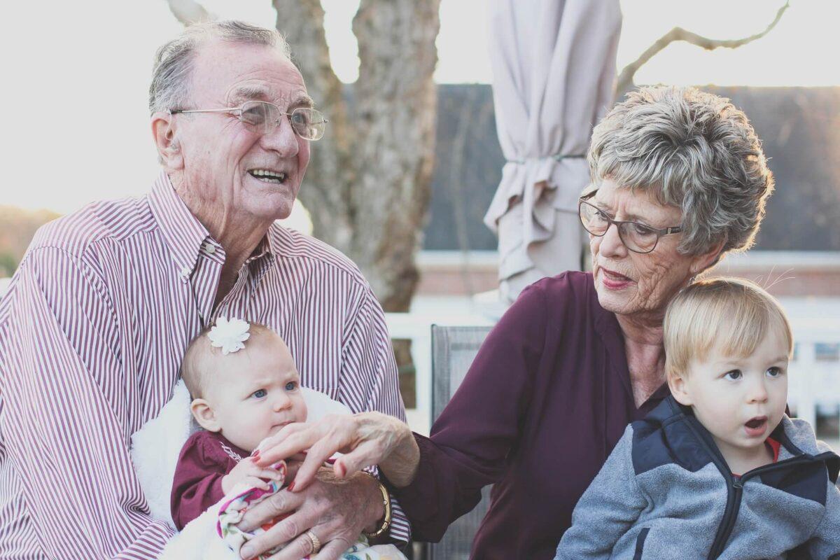 Dziadkowie-z-wnukami-angielski-na-dzis
