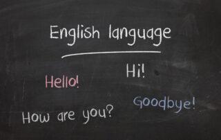 Tablica-z-angielskimi-napisami-angielski-na-dzis