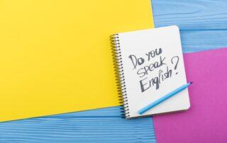 Napis w zeszycie: Do you speak English?
